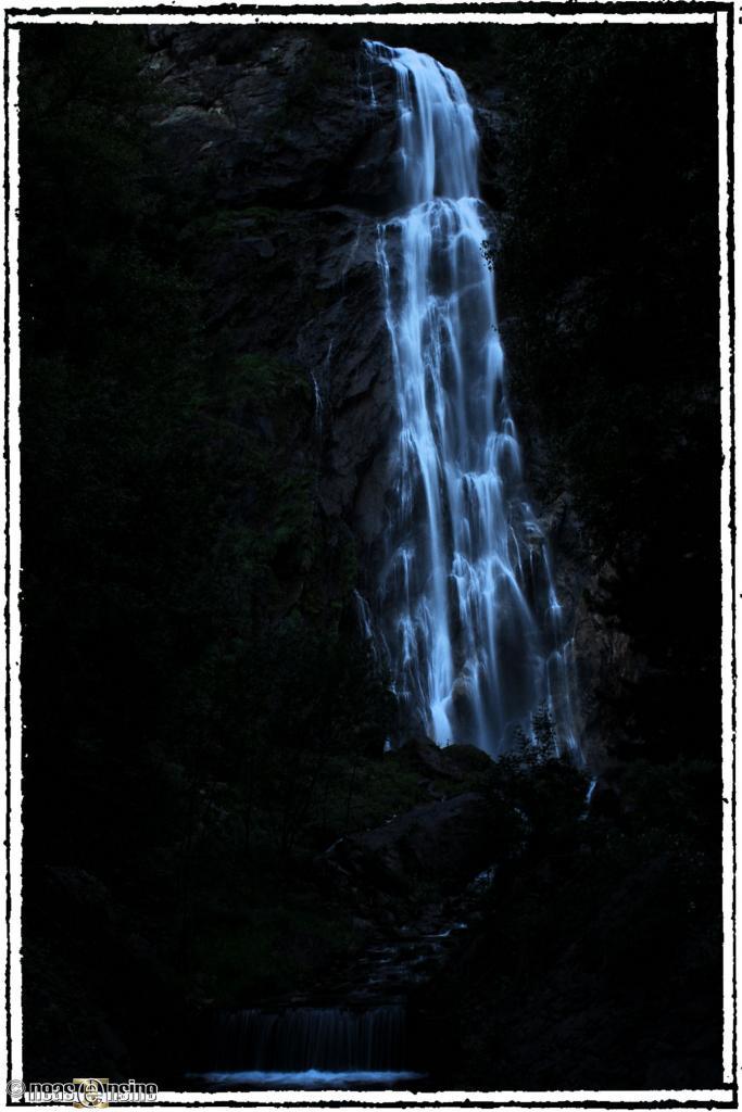 Cascade de la Pissevache au crépuscule