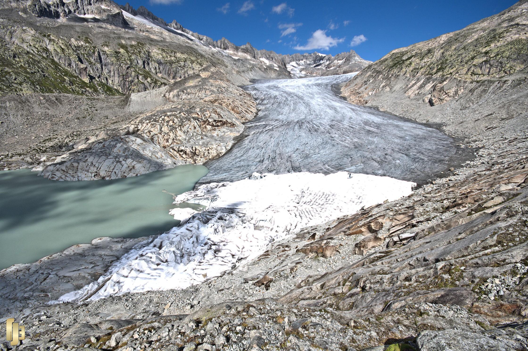 Le glacier du Rhône et son drap blanc